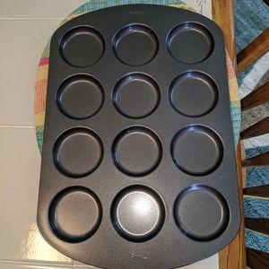 Wilton 12 cavity pan